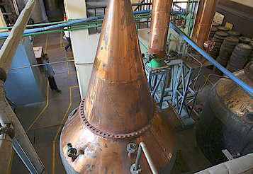 Amrut pot still and condenser uploaded by Ben, 23. May 2016