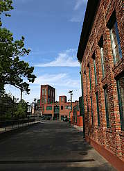 Buffalo Trace inner courtyard uploaded by Ben, 23. Jun 2015