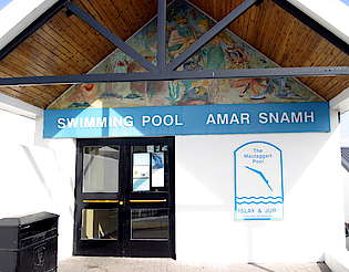 Public swimming pool of the city Bowmore uploaded by Ben, 16. Feb 2015