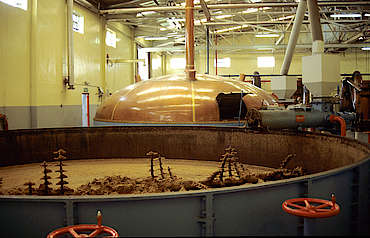 Glenfiddich mash tun (old & new) uploaded by Ben, 18. Mar 2015