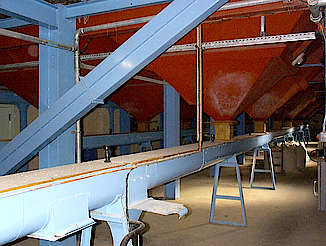 Glen Moray malt silo with a conveyer uploaded by Ben, 03. Mar 2015