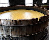 Read an overview about the alcoholic fermentation of Bourbon Whiskey. See how the temperature, yeast, wood of the tub and the ABV effect the aroma.
