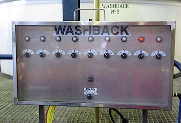 Tullibardine electronic control of the washbacks uploaded by Ben, 04. May 2016