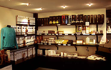 Bowmore shop  uploaded by Ben, 16. Feb 2015