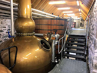 Linear layout from stills, via washbacks to mash tun. uploaded by Invergargle, 29. Aug 2017