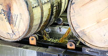 Jim Beam barrel emptying uploaded by Ben, 17. Jun 2015