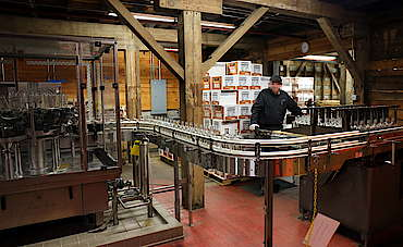Jim Beam labeling machine uploaded by Ben, 17. Jun 2015