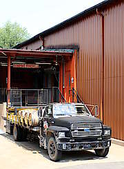 Jim Beam truck loading uploaded by Ben, 17. Jun 2015
