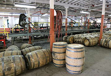 Buffalo Trace barrel dumping uploaded by Ben, 21. Jul 2015