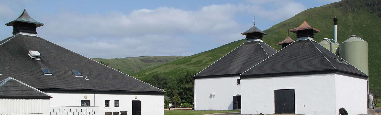 A wide shot of of the Arran distillery