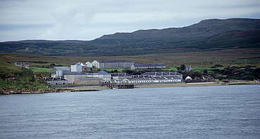 Bunnahabhain view from the water uploaded by Ben, 16. Feb 2015