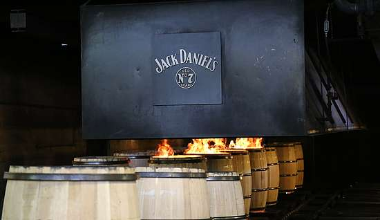 Charring of oak barrels