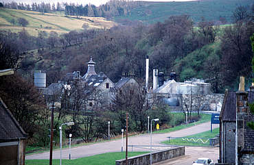 Dufftown distillery view from the street uploaded by Ben, 18. Feb 2015