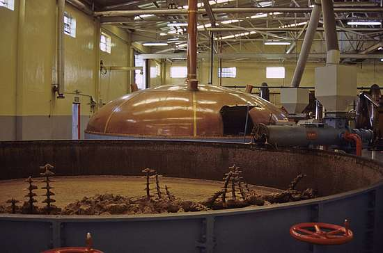 An open mashtun in the front and an closed in the back
