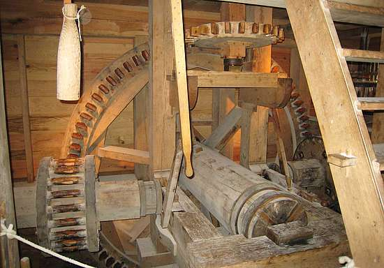 The Gearwork inside the mill of George Washington distillery