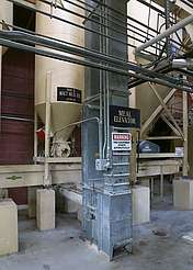 Four Roses malt meal bins and meal elevator uploaded by Ben, 22. Jun 2015