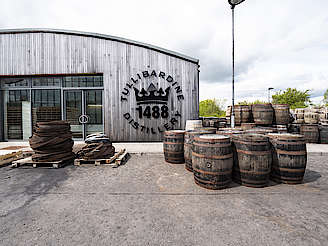 casks outside Tullibardine distillery uploaded by Ben, 18. Jun 2019