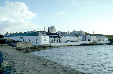 Bowmore view form the water uploaded by Ben, 16. Feb 2015