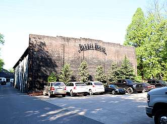 Jack Daniels barrel house uploaded by Ben, 15. Jun 2015