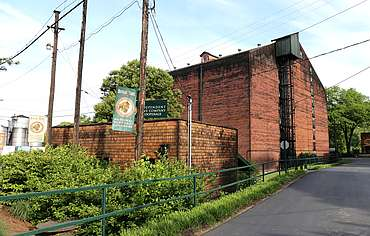 Buffalo Trace cooperage and warehouse uploaded by Ben, 23. Jun 2015