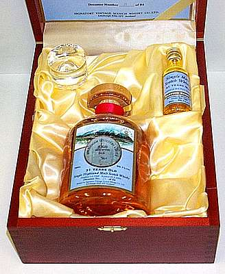 Ben Wyvis Signatory 1968 in its open box with velvet in it plus its miniature