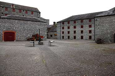 Midleton inner courtyard uploaded by Ben, 16. Jun 2015