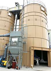 Michter's silo with corn mill, grain conveyor and dust collector uploaded by Ben, 24. Jun 2015