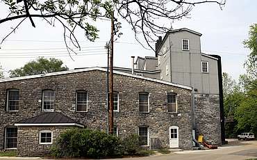 Woodford Reserve still house from behind uploaded by Ben, 01. Sep 2015