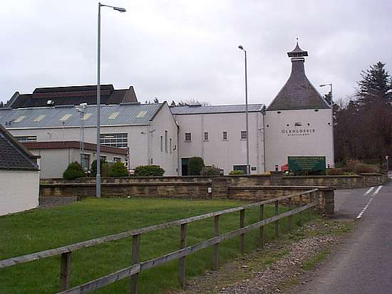 A view on the Glenlossie distillery from the street.