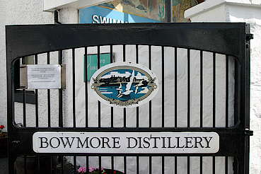 Gate of the Bowmore Distillery uploaded by Ben, 16. Feb 2015