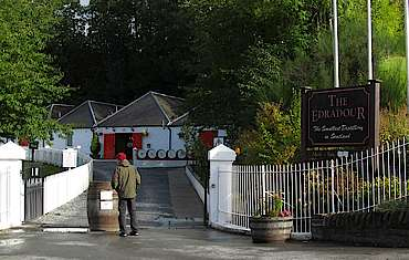 Edradour entrance uploaded by Ben, 26. Aug 2014