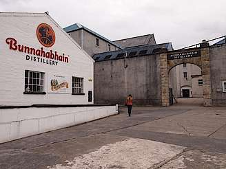 Bunnahabhain distillery uploaded by Ben, 13. Oct 2014